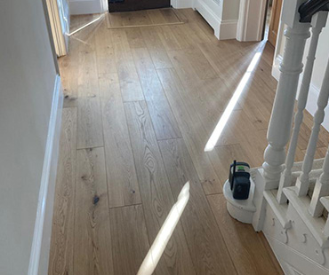 GE Carpentry, Oak Flooring Hallway